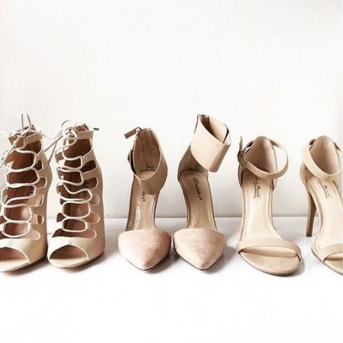a1sx2_Thumbnail1_scarpe-nude-slanciare-gambe3.jpg