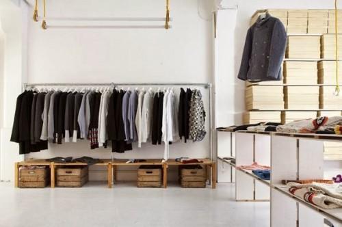 a1sx2_Thumbnail1_window-shopping.jpg