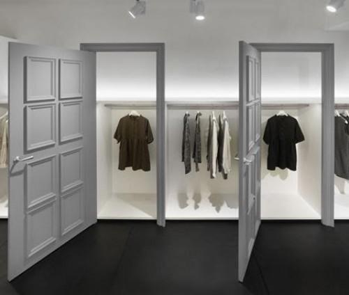 a1sx2_Thumbnail1_window-shopping8.jpg