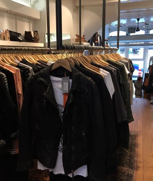 a1sx2_Thumbnail1_amsterdam-shopping-nukuhiva6.JPG