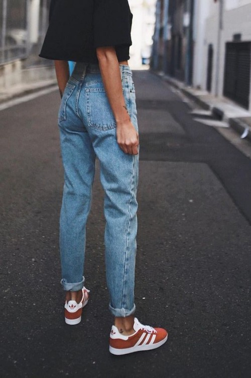 a1sx2_Thumbnail1_mom-jeans.jpg
