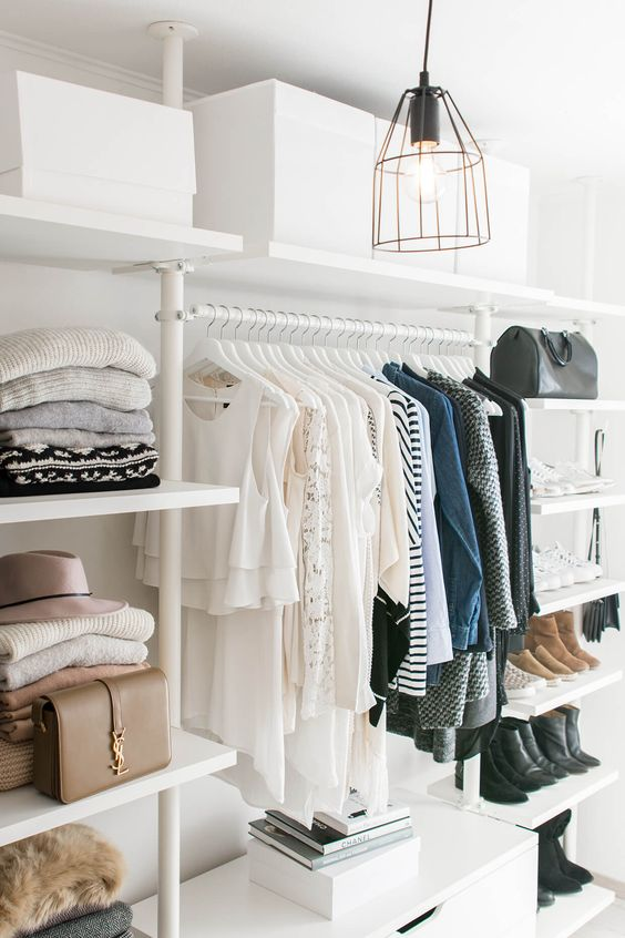 Come Organizzare Il Proprio Guardaroba.Dividere L Armadio Per Outfit Funziona Anna Venere Moda Per